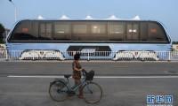 Transit Elevated Bus dari China ini tengah di Uji Coba. Kereen !!!