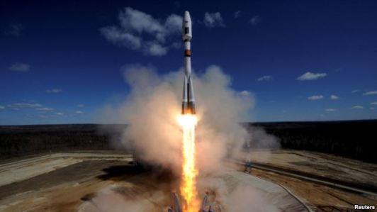 Peluncuran Roket Pertama dari Kosmodrom Baru milik...