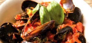 $15 Chilli Mussels at The Saint George Hotel
