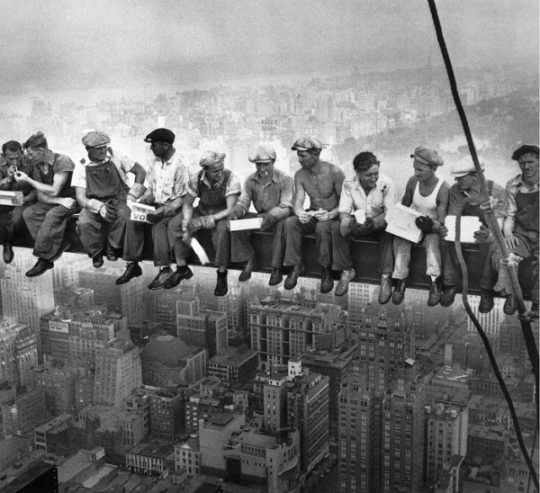 iconic photograph of ironworkers having lunch on high steel beam