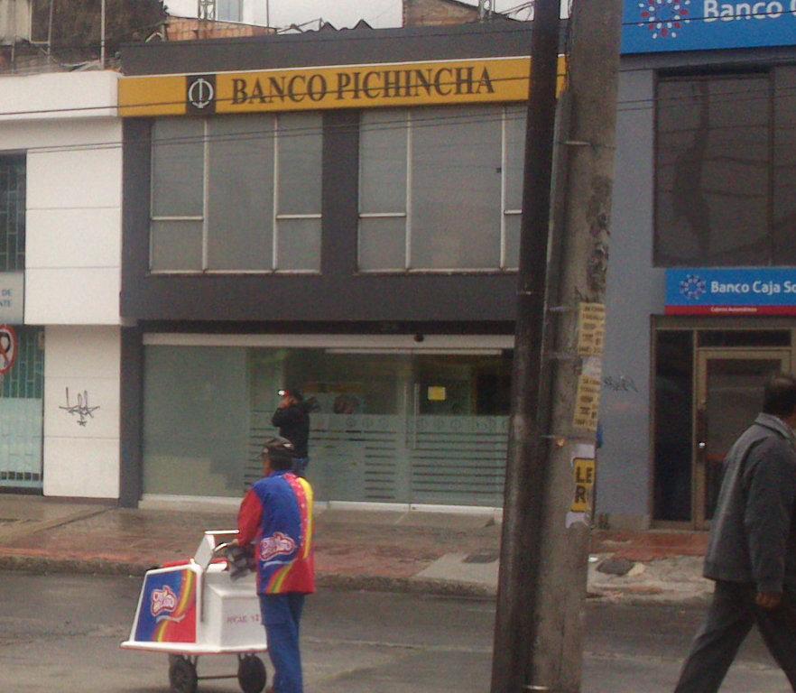 Banco pichincha kennedy techo kennedy bogot for Oficinas banco pichincha