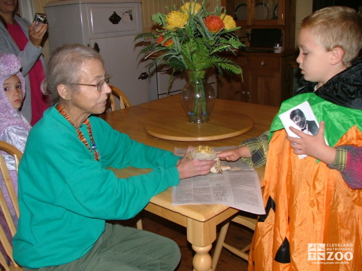 2007 Boo at the Zoo - Volunteer Lynn Szalay gets guests close to a frog