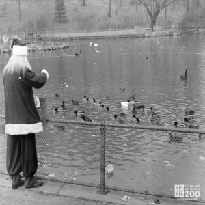 1947 - Santa Feeding Ducks