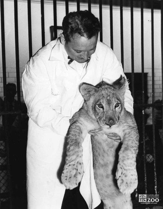1952 - Director Reynolds and Lion Cub
