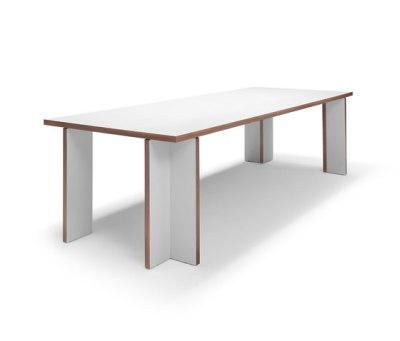 Akiro table by Linteloo