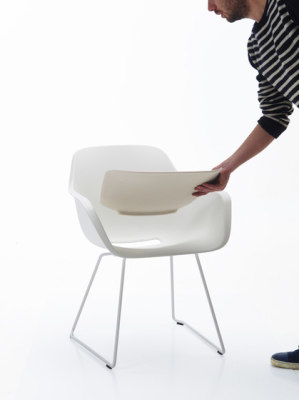 Captain´s Sliding Chair by extremis