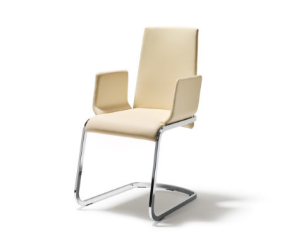 f1 cantilever chair by TEAM 7