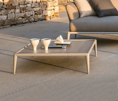 Joint low table by Fast