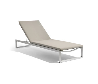 Liner lounger by Manutti