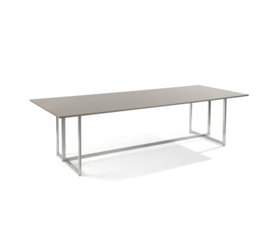 Lucca rectangular dining table by Manutti