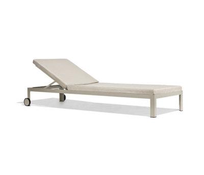 Nak deckchair with wheels by Bivaq