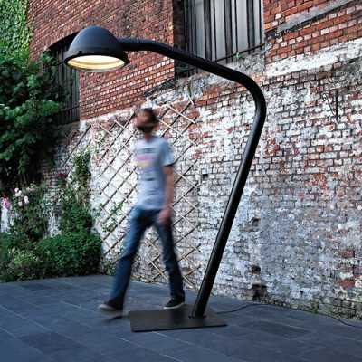 Outsider - floor lamp by Jacco Maris