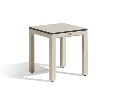 Quarto bench by Manutti