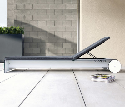 Riva sunbed by Conmoto