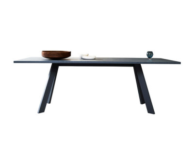 Tosh | table by more