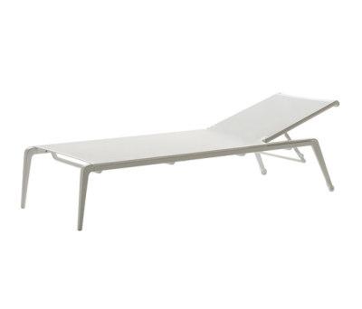 Ushuaia sunlounger by Fast