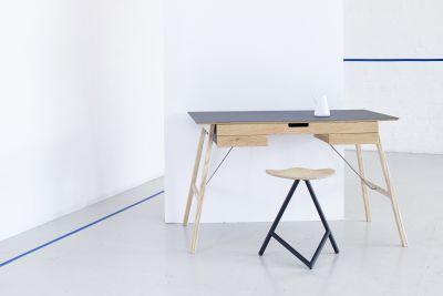 Plan Desk White Top, Walnut Drawers