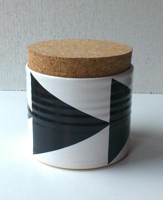 Triangles Tea Jar Black