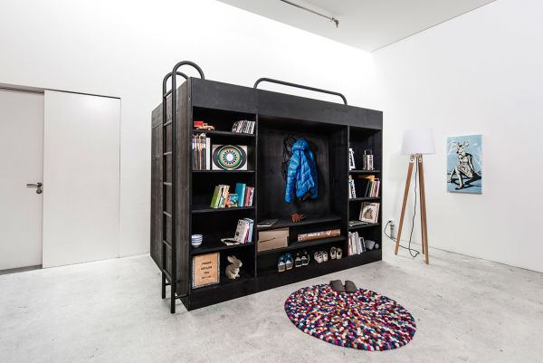 """""""The Living Cube"""" – ein Regalentwurf von Designer Till Könneker, das gleichzeitig ein Hochbett ist und Stauraum bietet. Noch ist dieser Cube ein Prototyp."""