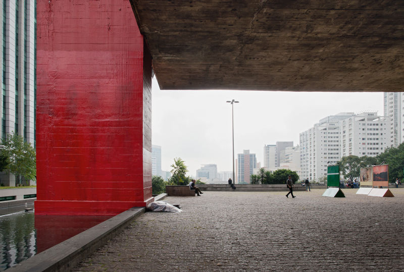 MASP – Museu de Arte de São Paulo, São Paulo, Überdachter Stadtraum unter dem Gebäude, Blick auf die Stadt, 1957-1968