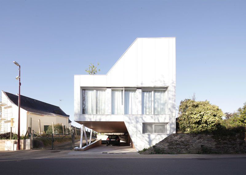 Flying Box House / 2A Architects