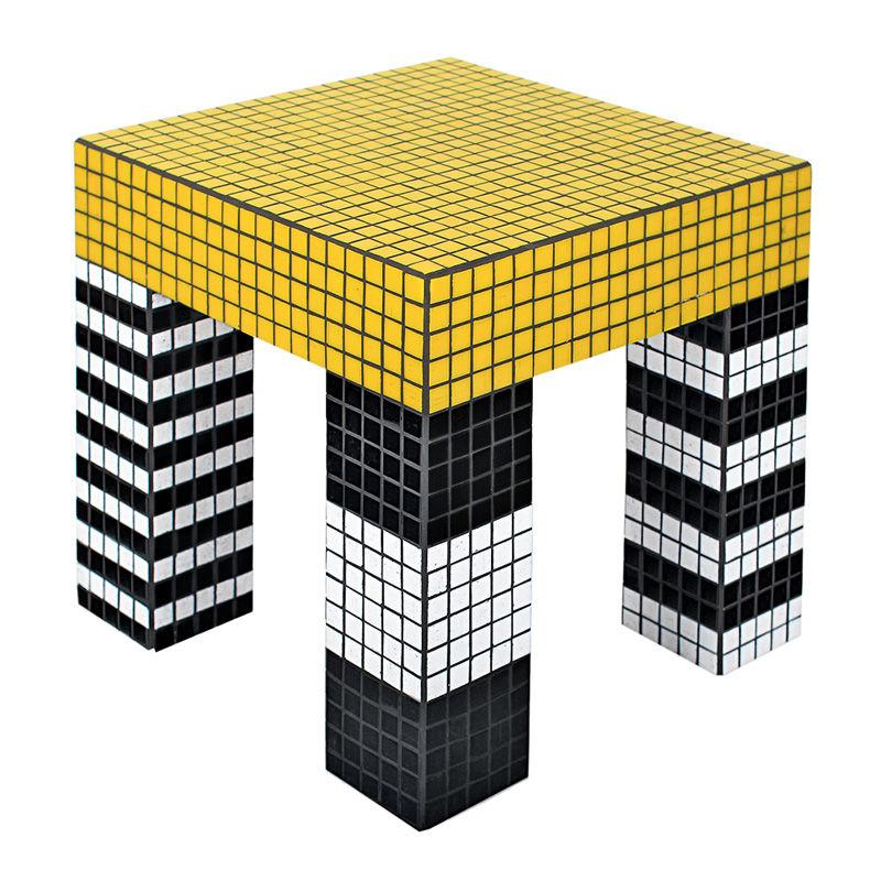 """""""Tiler Table"""" mit Glasmosaik von Darkroom, 750 Pfund."""