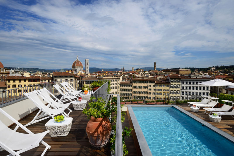 Solarium_and_view_at_Rooftop_Pool