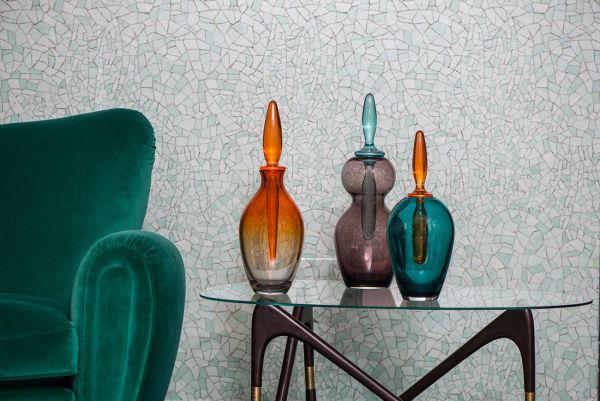 Nicht aus den Achtzigern, sondern brandneu: Memphis-Mitbegründer Matteo Thun zeigte auf dem Salone del Mobile 2016 Vasen im Memphis-Look.