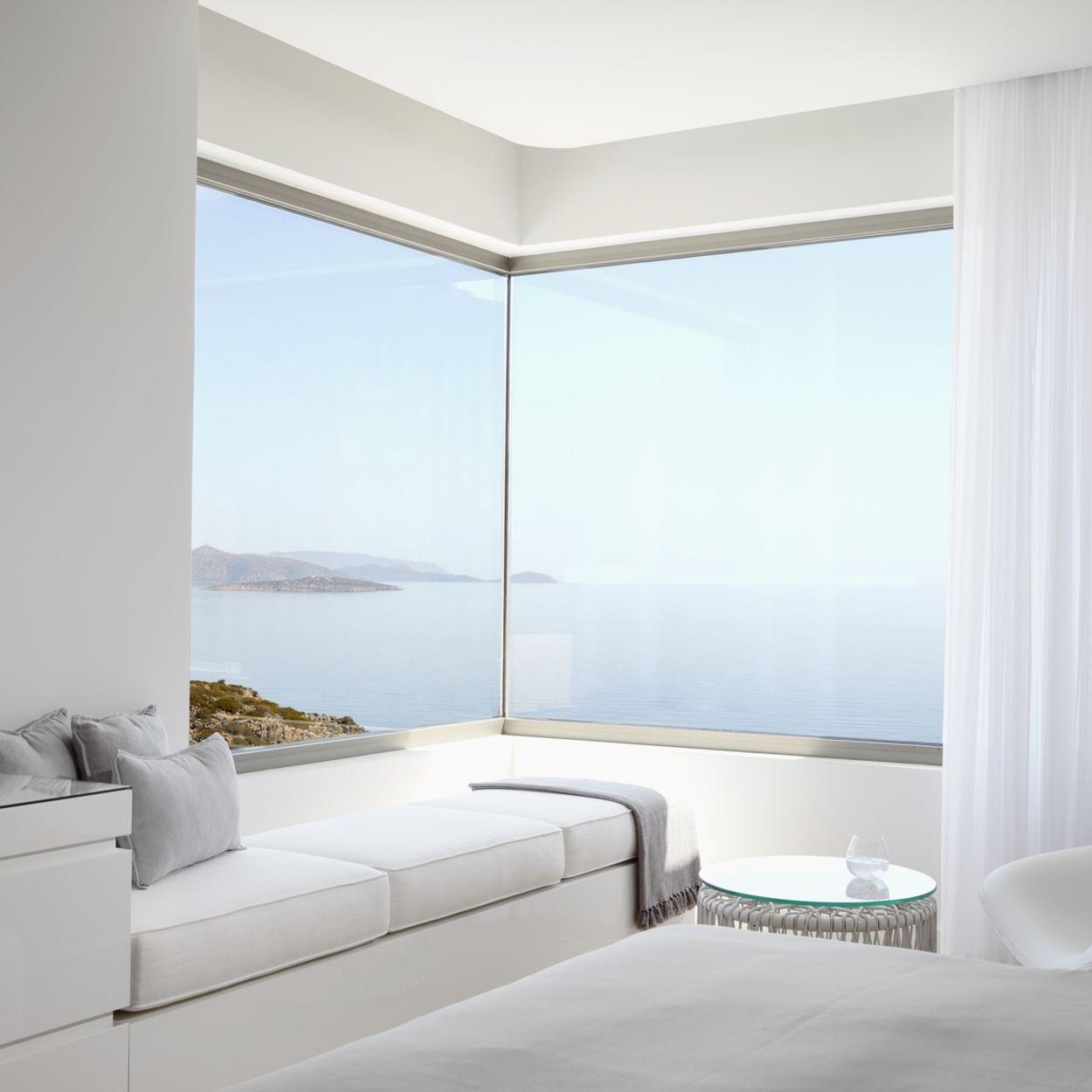 The Mansion, Kreta