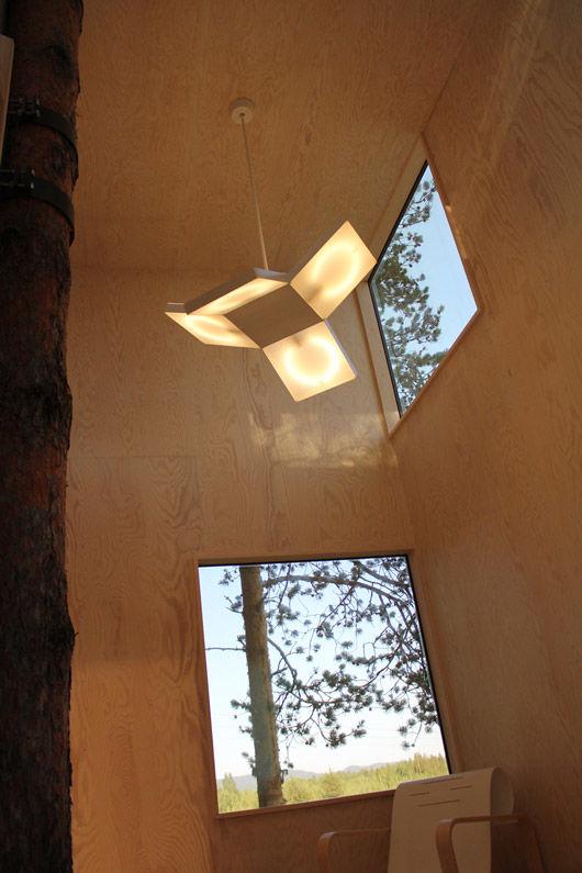 Inside-Mirrorcube,-photog