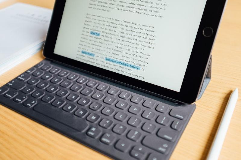 Apple iPad Pro Writing