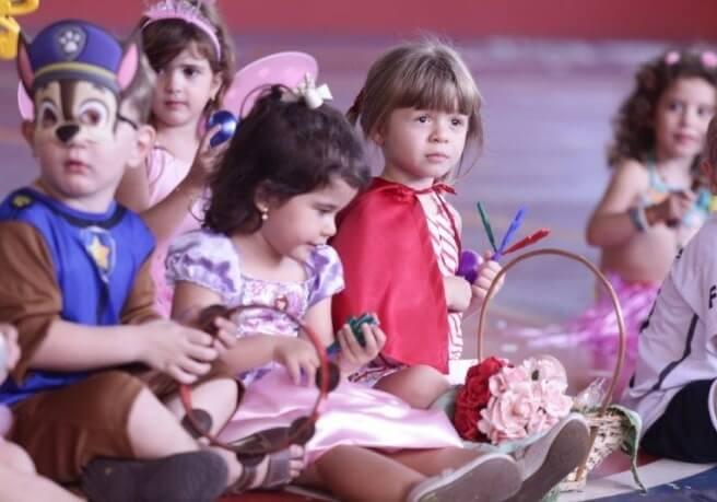 Crianças da Unikids se divertiram com festa de carnaval