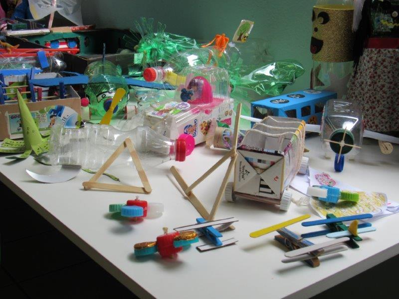 1º ano apresentou brinquedos de sucata bastante criativos