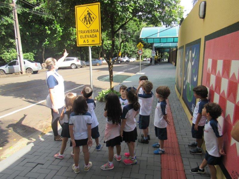 Nível IV estudou as placas de trânsito