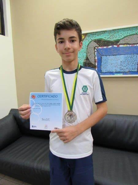 Alunos receberam medalha na Olimpíada Brasileira de Física