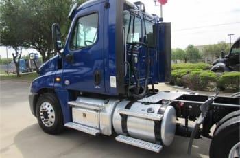 2015 Freightliner Cascadia 125 UFSGA3451 full