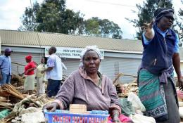Traders sell fresh produce © NMG