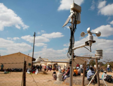 A weather monitoring station in Goromonzi, Zimbabwe, used to collect data for local farmers to receive index-based insurance and plan their harvests © FAO/T. Ogolla
