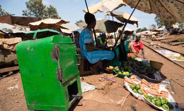 Farmers in Uganda are using the 'Sparky Dryer' to increase the shelf life of fruits and vegetables from 2 days to 2 years © James Oatway