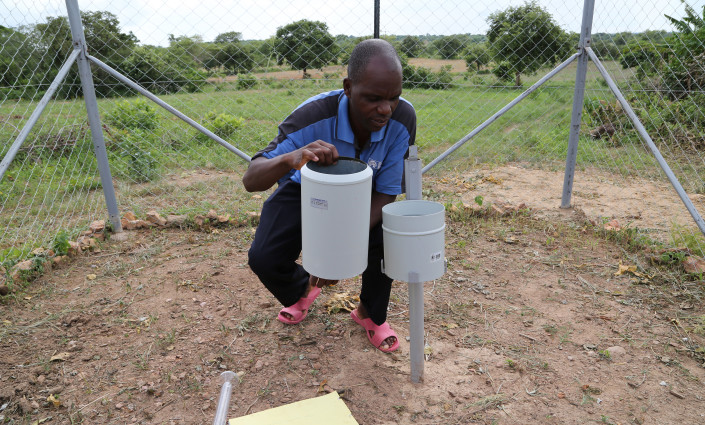 Goziline, a Zambian farmer, checks a rain gauge metre which he monitors daily to provide data for R4 weather index insurance © David Orr/WFP