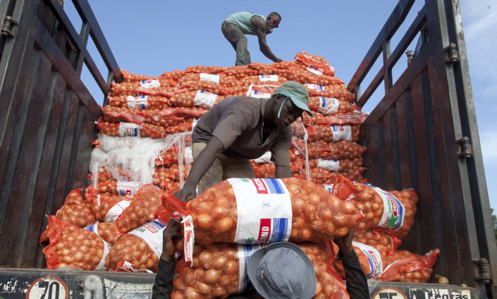 Between 1998 and 2013, African agricultural exporters experienced stronger gains in competitiveness in intra-regional markets than in global markets © Dominic Chavez/World Bank