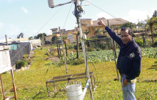 Seven weather stations transmit information to a server, which is provided free of charge to producers © N. Ackbarally