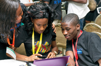 Young entrepreneurs working together at a meeting in Ghana © US EMBASSY GHANA