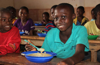 Nutritious school meals are provided to more than 64,000 students in Mozambique © World Vision Mozambique