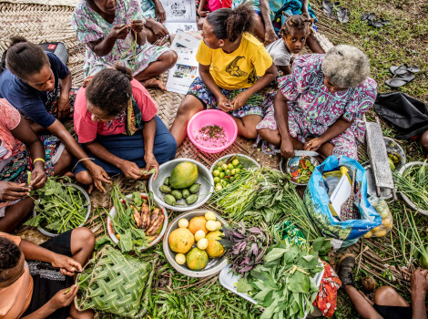 In Vanuatu, communities are learning how to produce climate and disease-resistant crops to increase their resilience to climate change © Mark Chew