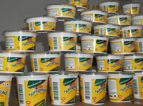 La margarine à longue durée de conservation Sunspread, qui n'a pas besoin d'être placée au froid, est produite au Malawi par Sunseed Oil Limited – un bénéficiaire du Malawi Innovation Challenge Fund. © Charles Mkoka