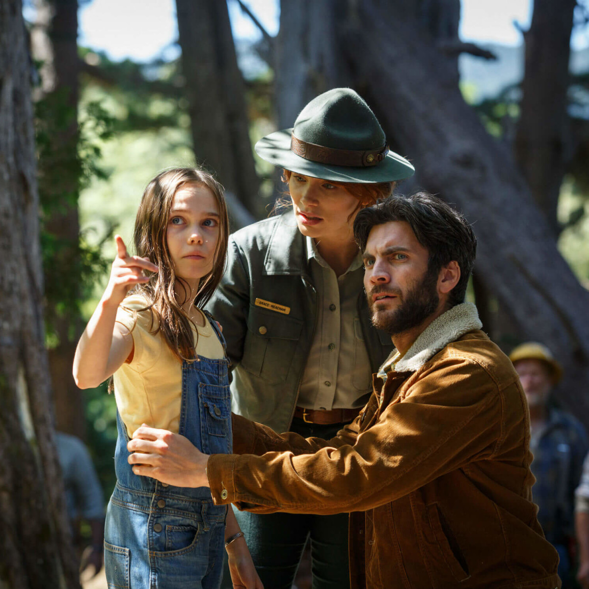 Oona Laurence, Bryce Dallas Howard, and Wes Bentley in Pete's Dragon
