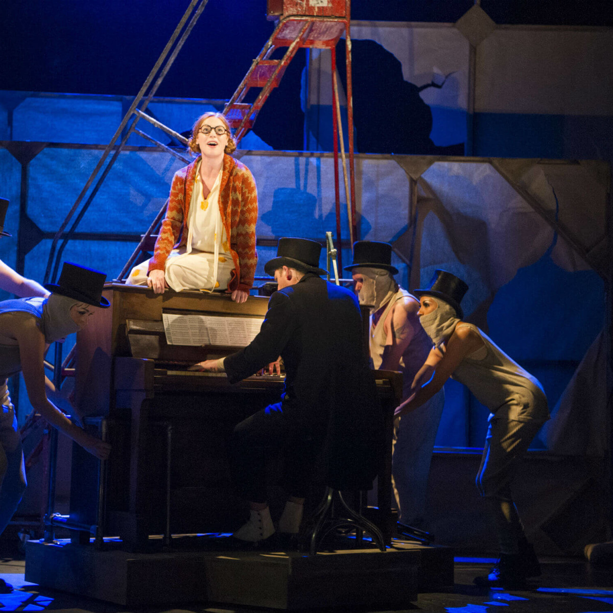 National Theatre Live presents The Threepenny Opera