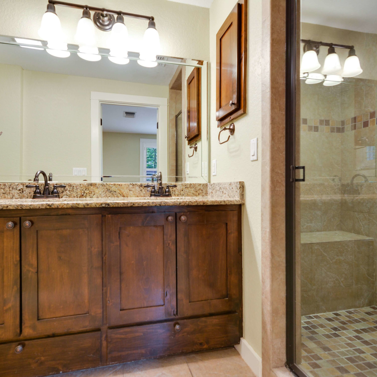 280 E Fair Oaks San Antonio house for sale bathroom