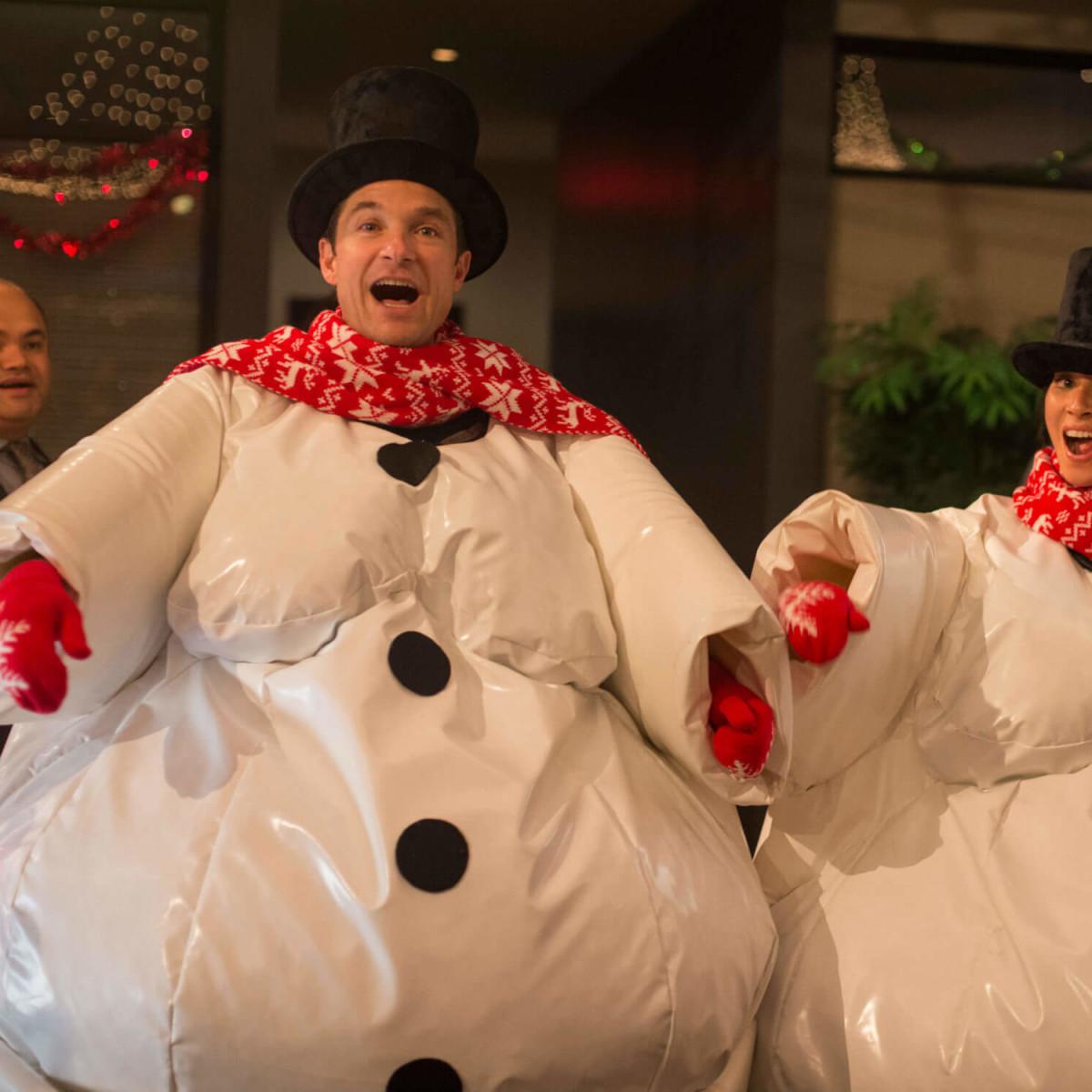 Jason Bateman and Olivia Munn in Office Christmas Party